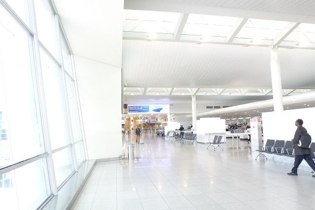 ブリュッセル空港 出国審査へ向かう