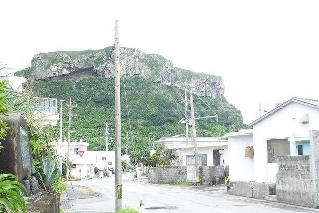 標高約100m、ティンダハナタ(与那国島)