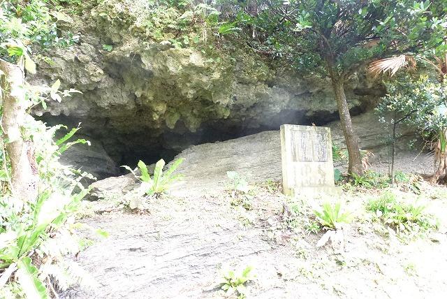 洞窟のような岩の裂け目 ティンダハナタ