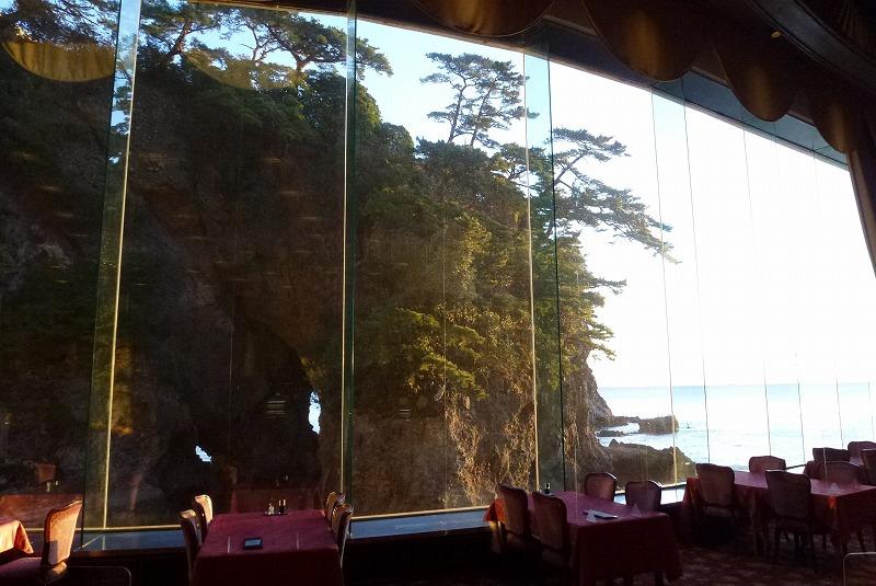 ホテルニューアカオ 朝食 窓の外