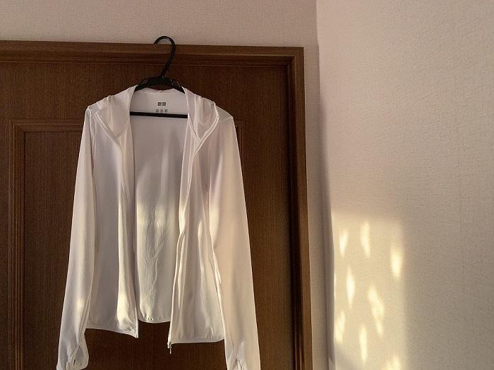 ユニクロ エアリズム 口コミ UVカット メッシュ パーカー クチコミ 白 ホワイト ライトグレー 女性 男性 サイズ UVケア 紫外線 身丈 袖丈 肩幅 夏 汗