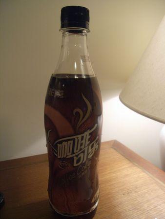 カルフールで見つけた珈琲コーラ。珈琲味の炭酸 飲料という感じで、