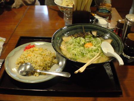 ついでに昨日食ったラーメン炒飯セット