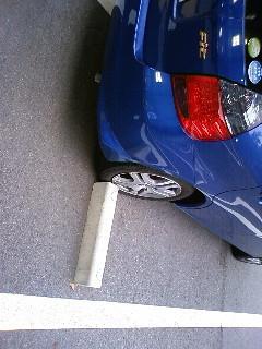 自分の駐車テクに絶望しているところ