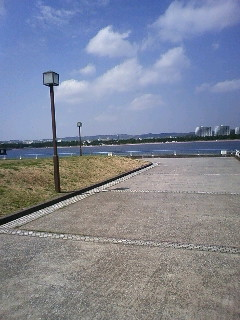今日の海風はいい感じだ。気持ちいい。