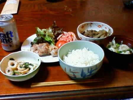 夕食、シメジの豚肉巻・鱧の擂り身のお吸い物・竹輪サラダ・牛肉 と