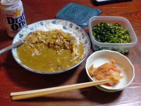 夕食卵 とじカレーライス、キムチ、高菜漬け