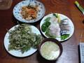夕食河 豚の味噌汁、鱈の目の天ぷら、豚キムチ、ホタテ、鯖、鯛の刺