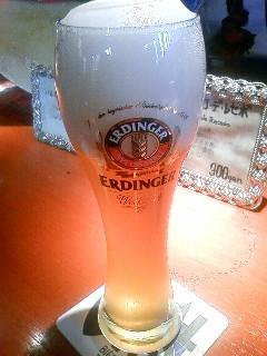 ERDINGER!ドイツのビールらしいです。ようしらんけど。