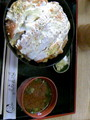 恵美須町のまる栄って店のかつ丼。カツ2枚にご飯。体調悪いと食いき