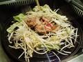 [yano3]友人と合流してジンカン食ってる。