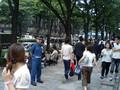 [hayap]表参道ソフトバンクショップ前に並ぶ人々
