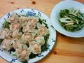 海老シュウマイおいしかった。サラダは三ッ葉とキュウリと茗荷とちく