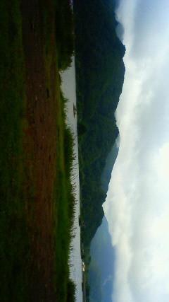 秋元湖。雨は夜のうちにやんだらしい。結構涼しい。