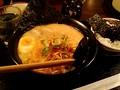 [yukogets][ラーメン] 秋葉原 だるまのめ 赤ネギだるま麺 750 円+高菜ごはん 150 円