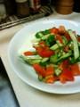 [かじ][ごはん]豆腐に野菜とバルサミコ酢和えたやつ載せた。