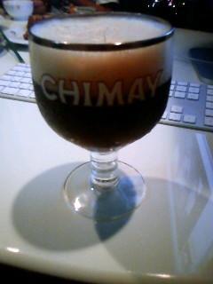 シメイのグラスは350缶がピッタリ全部入って気持ちいいわい。