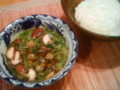 [かじ][ごはん]三つ葉たっぷり肉汁そうめん。麺は冷や、汁あつ。