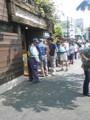 [corns]50人は並んでる。パン買うのに1時間待ち。