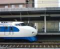 地元の駅に、丸っこい懐かしい新幹線がいた。