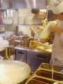 昼飯は刀削麺。