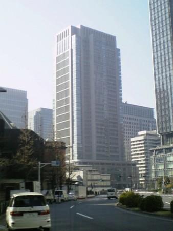 晴れてるがモヤってる東京丸の内。光化学スモッグかも。