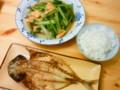 料理する時間がない+なるべく粗食にしよう=こんな献立。小松菜と油