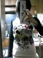 twitter's fotolife - 買ったスカラーのロンT着てみたけど、結構パツパツやない?