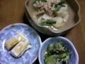 夕飯はメヒカリの唐揚げ、山芋のあんかけ、高野山の胡麻豆腐、キュウ