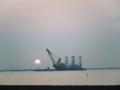 特に初でもなんでもないですが日の出を撮ってみました。隣の作業船が