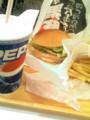 遅めの昼ご飯佐世保バーガー ポテトがうまい