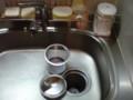 キッチンの排水口に重曹を振りかけておくと、汚れ防止になり掃除 が