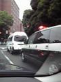 神宮球場から救急車と警視庁の車がでてきたぁ〓〓