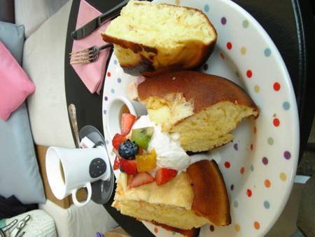 新丸ビルにあるカフェのメガサイズホットケーキ