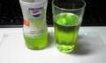 コップに注いで飲むと、より香りが強いぞっ。