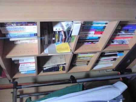 今日の掃除終了。主に本棚周りを整理した。思い出に浸りすぎ てあま