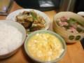 晩飯: 炒り卵豆腐/野菜炒めオイスター風味/蕪とベーコンのコンソメス