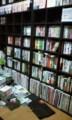 本棚再編成。共通認識によるブックオフ並びにする。栄えある左上は小