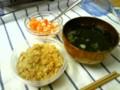 残り物でお昼^^  炊き込みご飯、ワカメスープ、ピクルス。ワカメスー