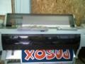 epson px-10000で看板印刷中。プリンタの上に置いてるのは週アス。でかい
