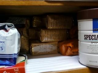 我が家のコーヒー事情。500×3、200×6、アイスコーヒー500×1。すぐなくな