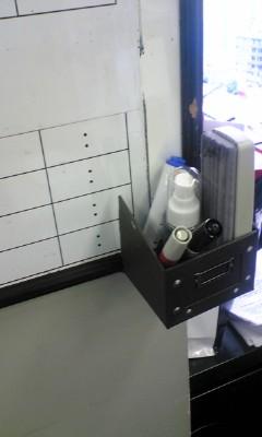 平日に日曜大工。自作のボード用ペンフォルダーを作った。完璧すぎる