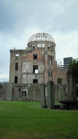 原爆ドーム 修学旅行で来たときは気が付かなかったけど繁華街すぐ近