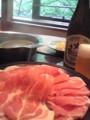 温泉豚の湯くぐり。妻はビール。