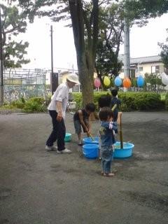近所の公園で水鉄砲遊びに興じる次男坊 #photo