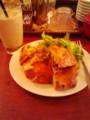 パーラー江古田で朝御飯。鶏まいたけサンド。パンはリュス。旨。でも