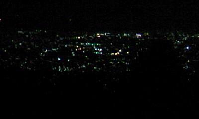 流星群より秦野市の夜景を楽しんだという図