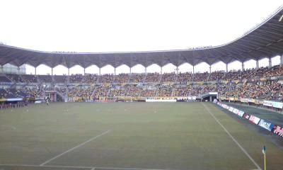 黄色。 南から見上げた、スタジアムを染める黄色の人々が堪らなく好