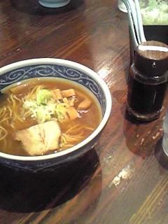 東京品川よりせたが屋のラーメンです、ガツン汁と混ぜるといいらしい