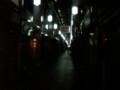 夜の錦市場はなんとも物悲しい。 でも、意外と歩行者が多かったりす